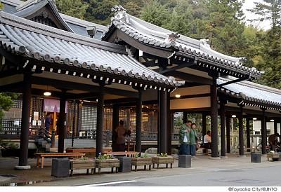 Suối nước nóng Kinosaki  và món cua tuyệt vời