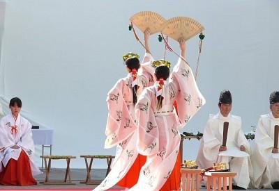 Tìm Hiểu Về Các Trinh Nữ Tế Thần Trong Những Đền Thờ Ở Nhật Bản
