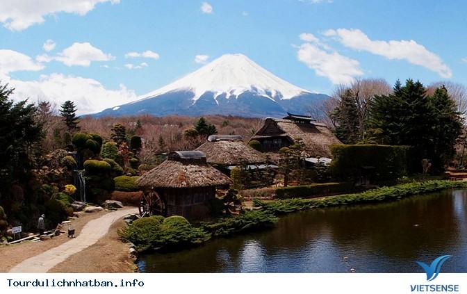 Khám phá ngôi làng cổ Oshino Hakkai dưới chân núi Phú Sĩ - Ảnh 1