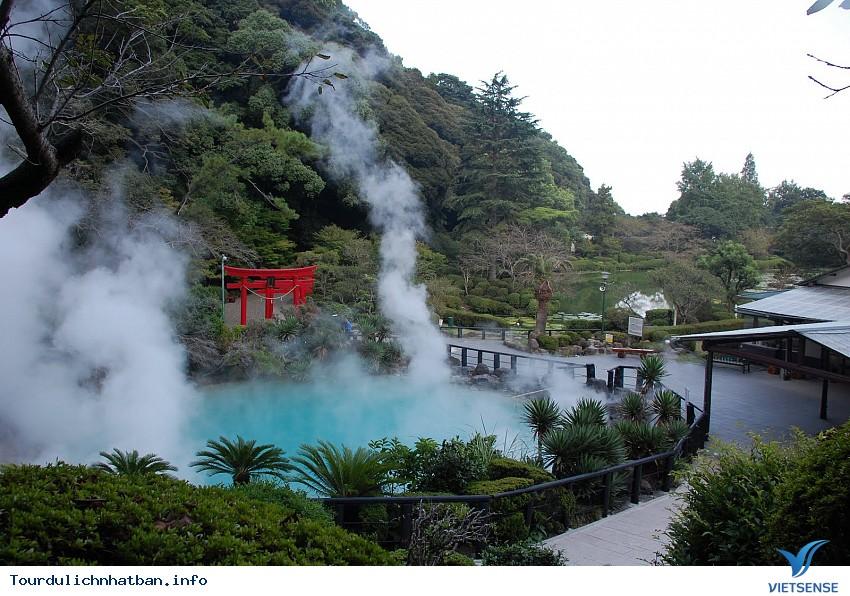 """Thăm thị trấn lúc nào cũng """"nóng như lửa"""" khi du lịch Nhật Bản - Ảnh 1"""