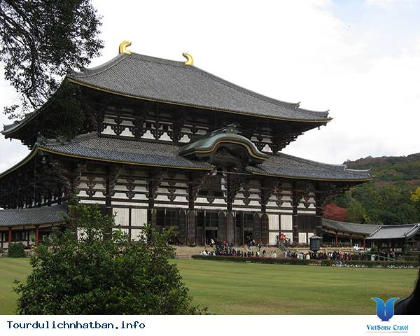 Đền Todaiji trụ sở chính của trường phái Phật học Kegon của Nhật Bản