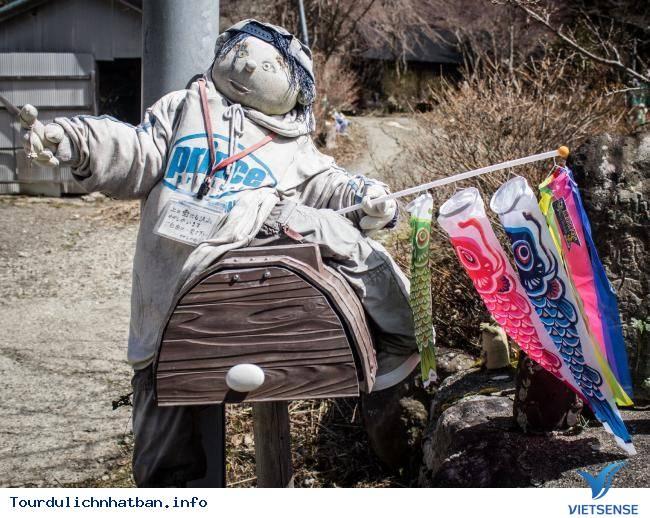 Kỳ lạ ngôi làng tại Nhật với những ''búp bê ma'' - Ảnh 4