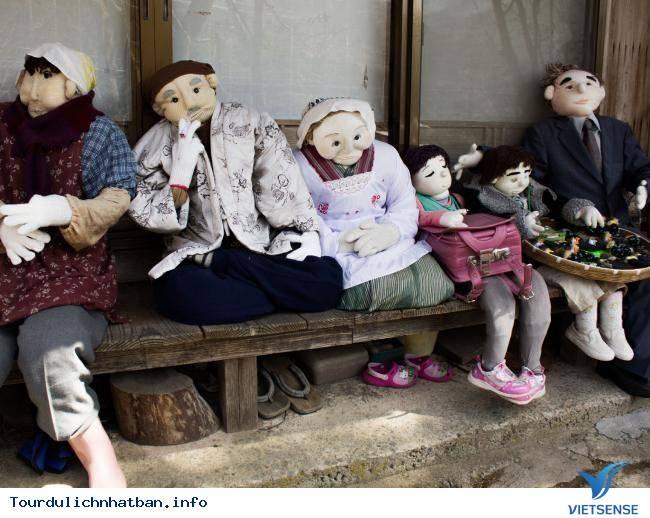 Kỳ lạ ngôi làng tại Nhật với những ''búp bê ma'' - Ảnh 3