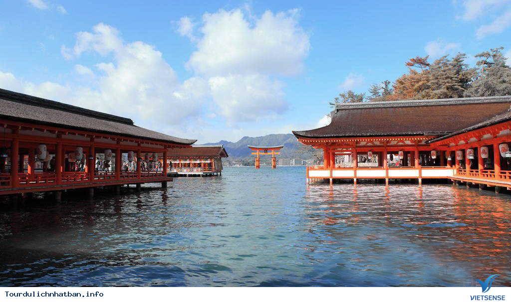 Ngôi đền nổi bí ẩn Itsukushima tại Nhật Bản - Ảnh 2