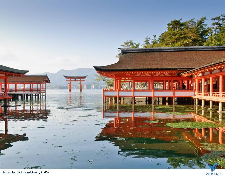 Ngôi đền nổi bí ẩn Itsukushima tại Nhật Bản - Ảnh 1