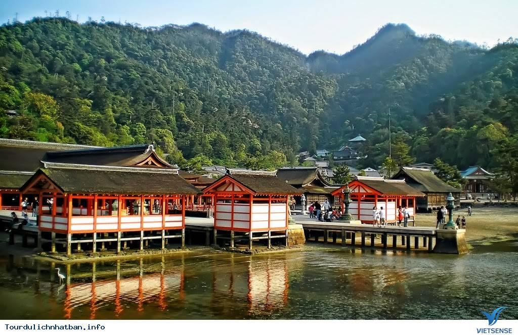 Ngôi đền nổi vô cùng độc đáo và linh thiêng của Nhật Bản