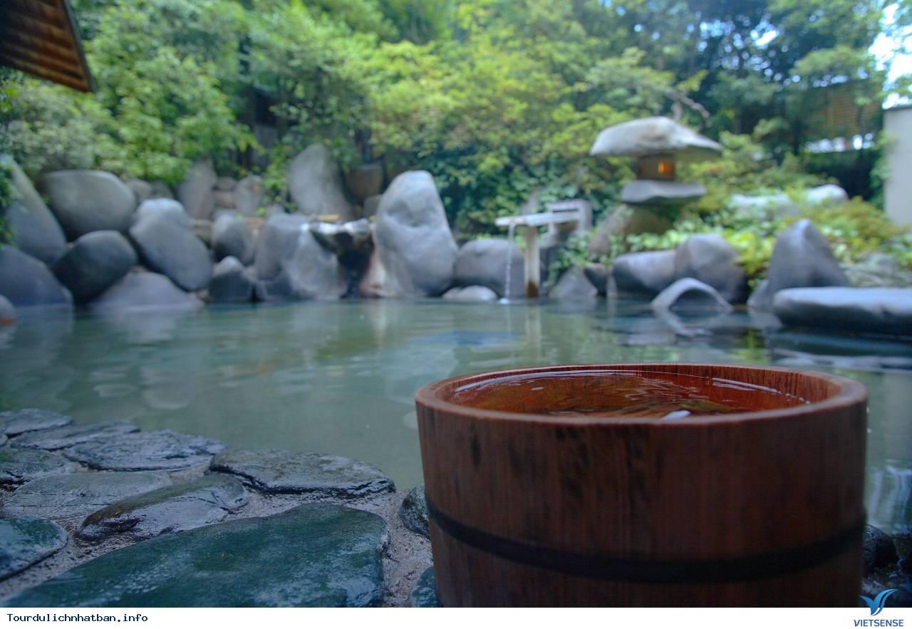 Những điều nhất định phải biết trước khi tắm suối nước nóng ở Nhật