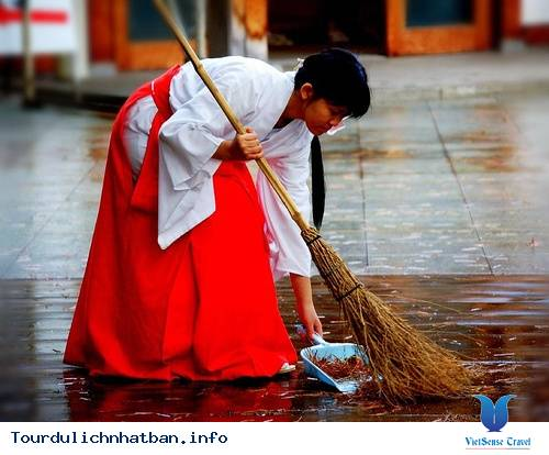 Tìm Hiểu Về Các Trinh Nữ Tế Thần Trong Những Đền Thờ Ở Nhật Bản - Ảnh 1