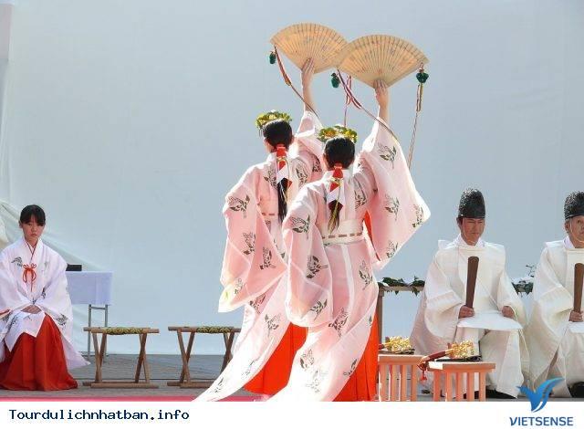Tìm Hiểu Về Các Trinh Nữ Tế Thần Trong Những Đền Thờ Ở Nhật Bản - Ảnh 3